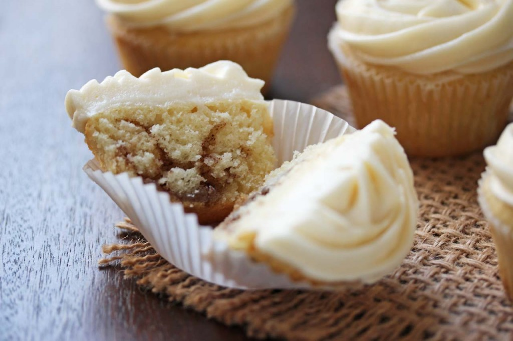 cinnamon_roll_cupcakes_open